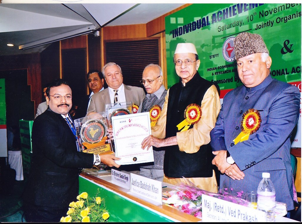 "Dr.Prabhakaran recieving 'INDIAN ACHIEVER AWARD FOR HEALTH CARE EXCELLENCE"" at a function held in New Delhi, by Indian Economic Development and Research Association"